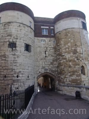 Photograph of Byward Tower - Tower of London - London, England