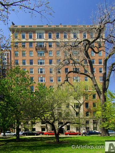Photograph of 2450 North Lakeview Avenue - Chicago, Illinois